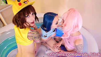 mother teaches stepdaughter threesome